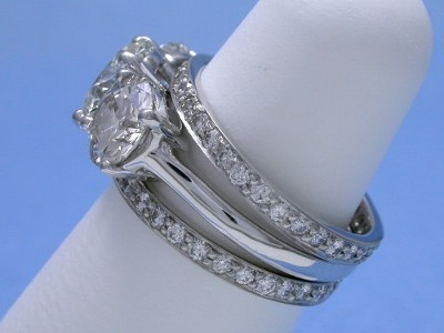 Three Stone Round Brilliant Cut Diamond Engagement Ring with Diamond Bands