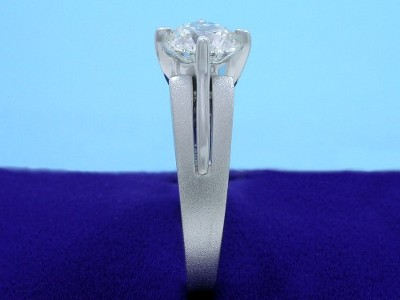 Round brilliant cut diamond engagement ring with polished and satin finished mounting