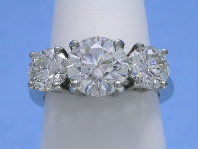 Three-stone round brilliant cut diamond ring