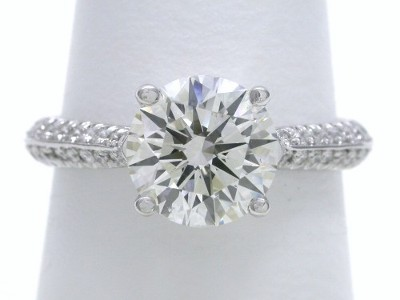 Diamond ring with 1.54 carat round brilliant diamond graded I color, SI1 clarity
