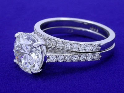 Diamond ring with 2.56-carat round brilliant diamond