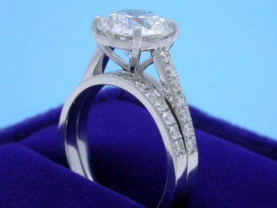 Princess diamond engagement ring with matching wedding band