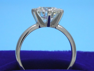 Round brilliant cut diamond engagement ring with 6-prong head and rounded platinum shank