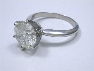 Round Diamond Ring: 3.41 carat in 6-prong Solitaire Style Mounting